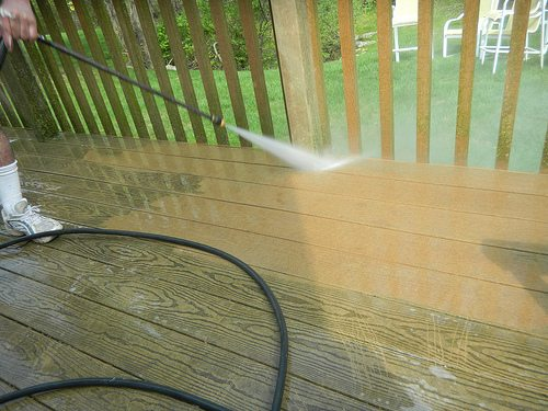 pressure-washing-your-deck
