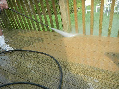pressure-washing-your-deck